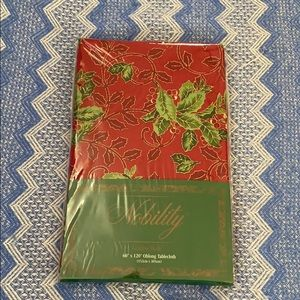 NWT Nobility holiday tablecloth